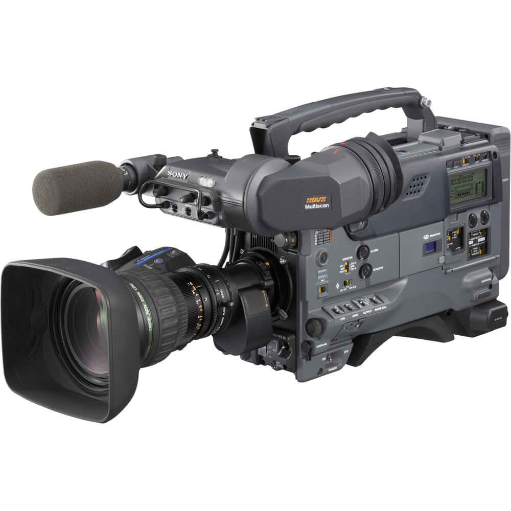 الكاميرات الاحترافية وتحمل على الكتف عادة